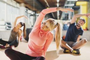 Frau im Fitness-Kurs