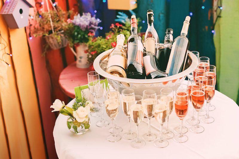 Polterabend vor der Hochzeit feiern