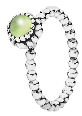Peridot-Ring in glänzendem Sterling-Silber. Von Pandora
