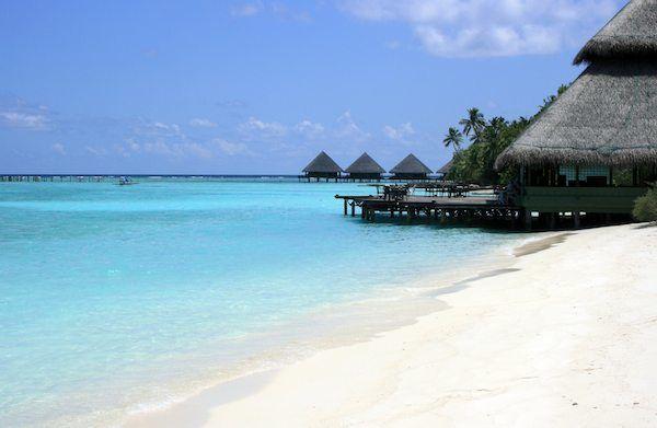 weißer Korallensand auf den Malediven