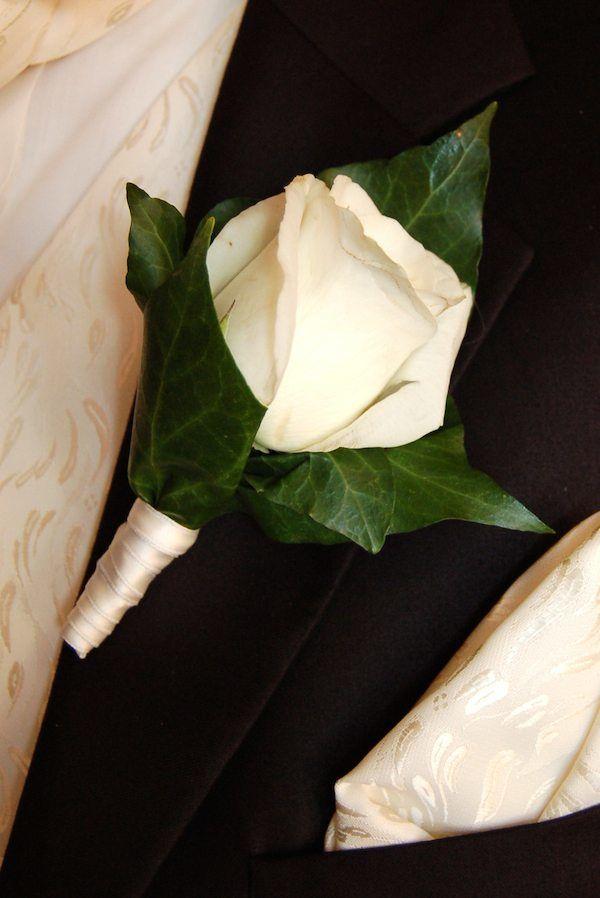 Hochzeitsanstecker mit weißer Rose