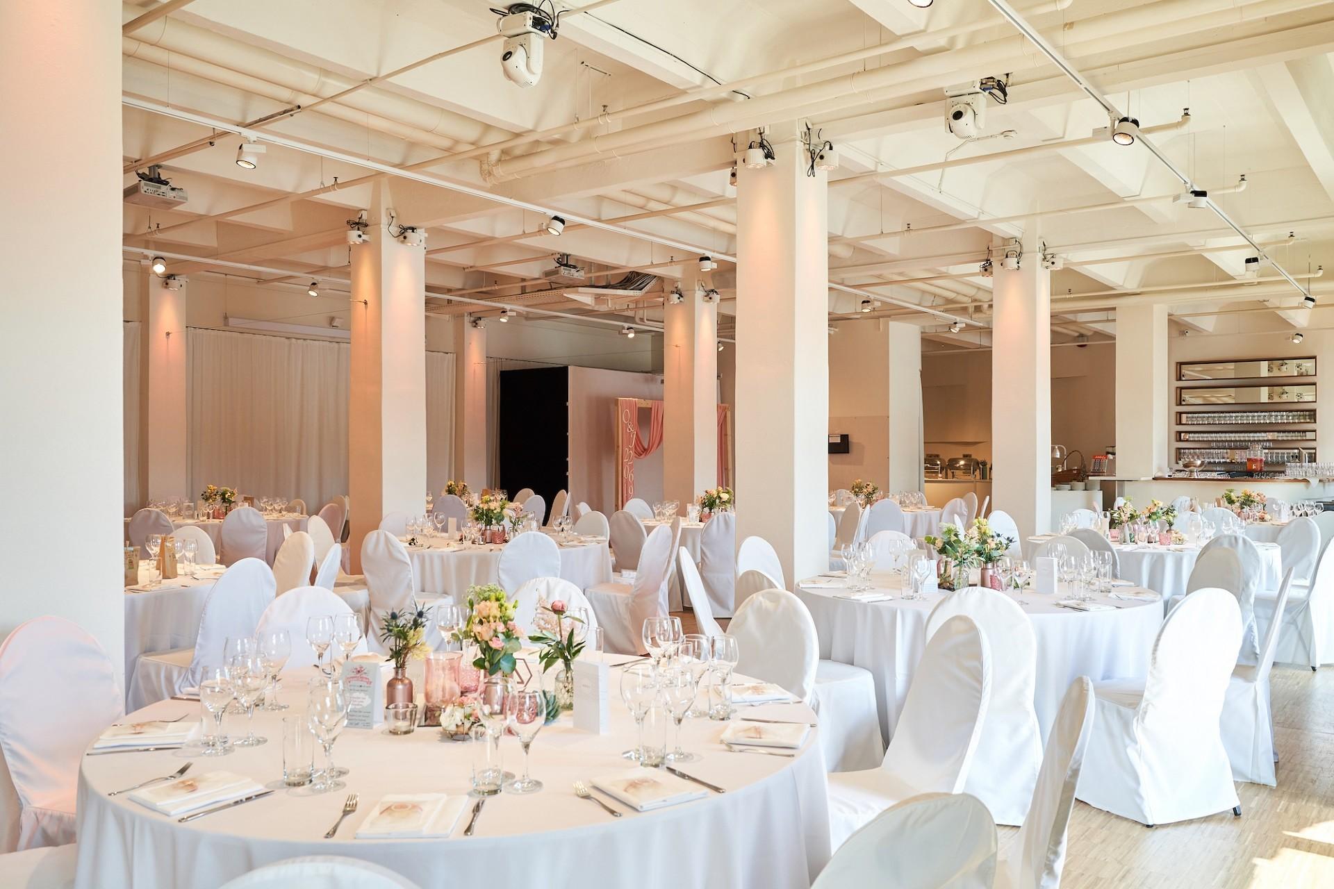 Hochzeitslocation Berlin Capitol Yard Golf Lounge
