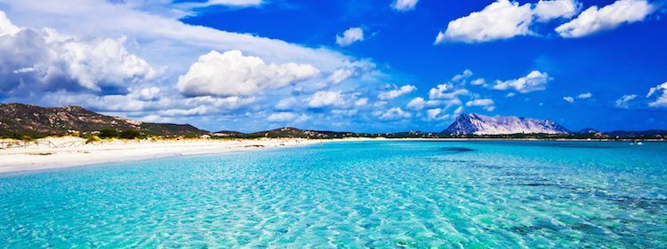 Sailorr_Sardinia_shutterstock_25408351 (sardienien, Italy)