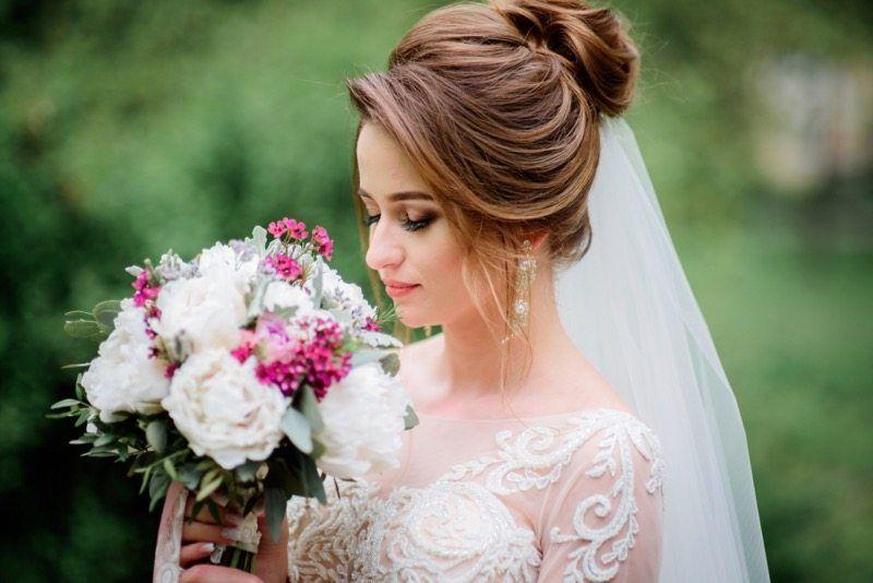 Romantische Brautfrisur mit Schleier