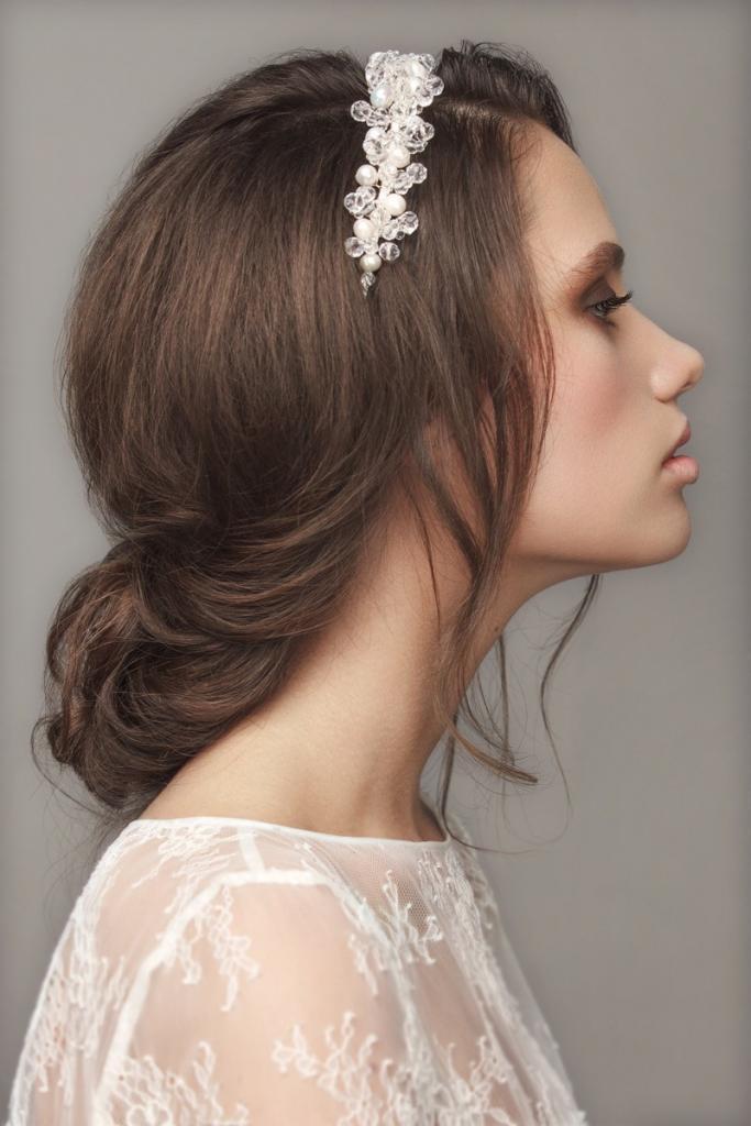Romantische Brautfrisur schlicht und natürlich