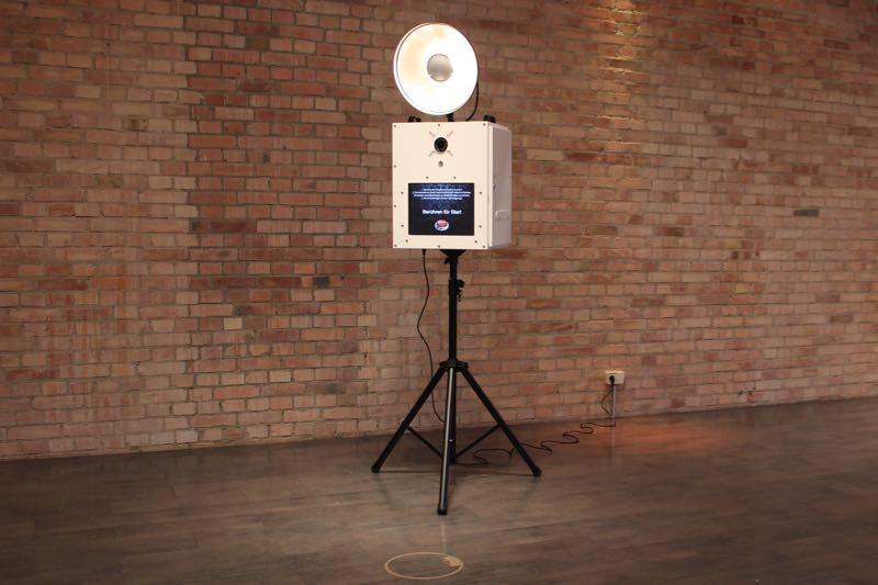 knips o mat fotobox und photo booth in berlin. Black Bedroom Furniture Sets. Home Design Ideas