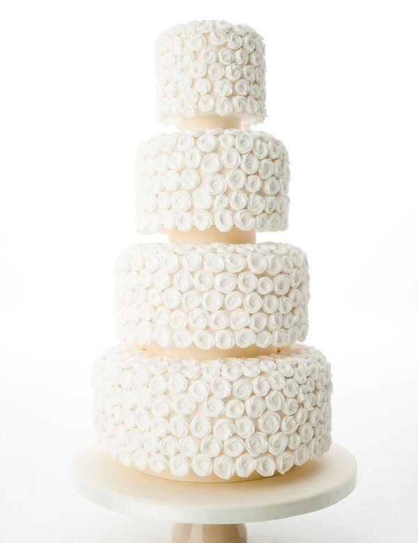vierstöckige Hochzeitstorte in Weiß