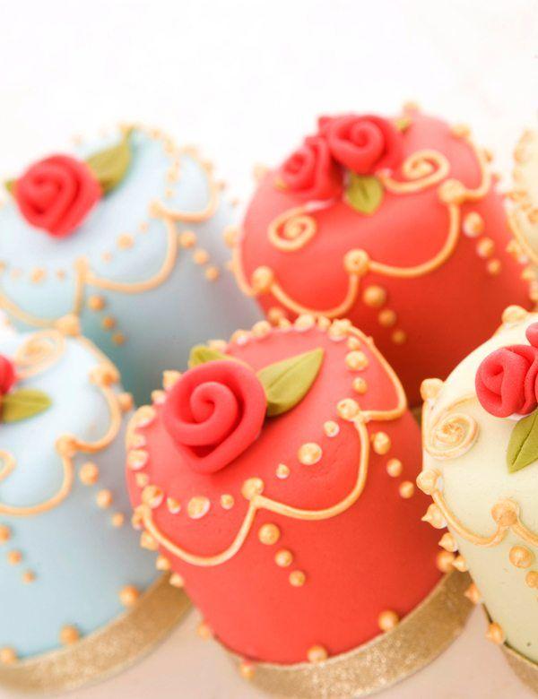 bunte Cupcakes für Hochzeit
