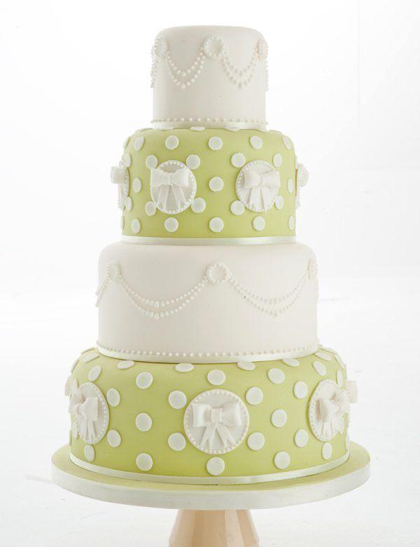 vierstöckige Hochzeitstorte in Grün und Weiß