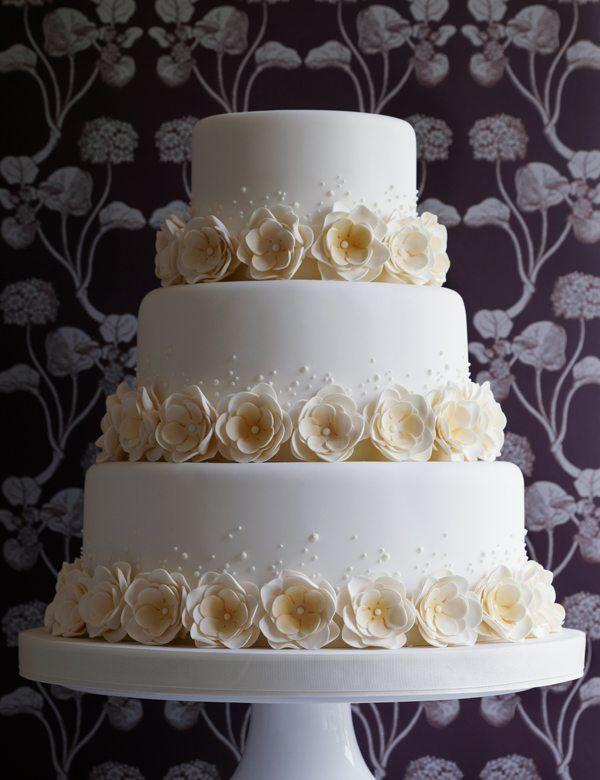 edle Hochzeitstorte mit Rosen