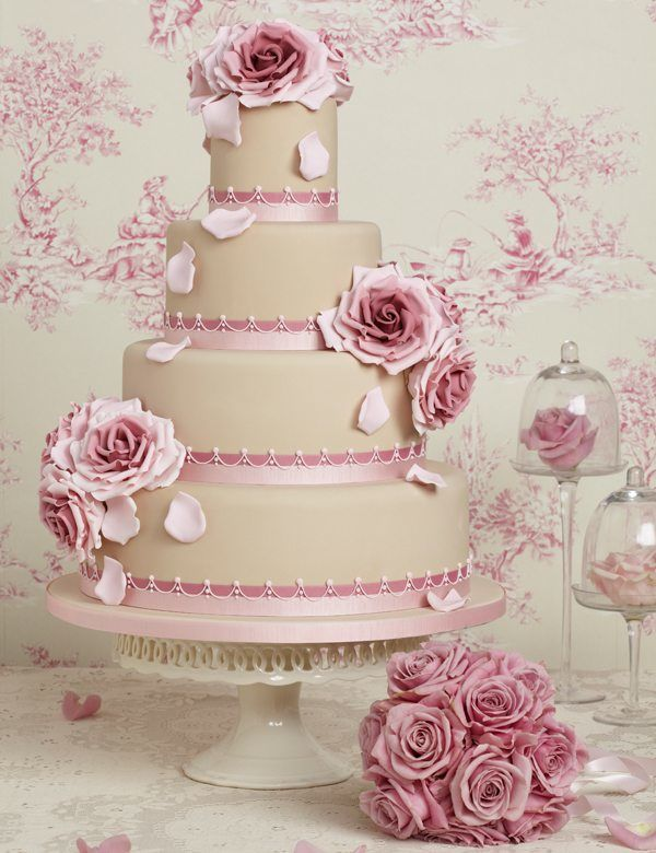 edle Hochzeitstorte mit Blumen