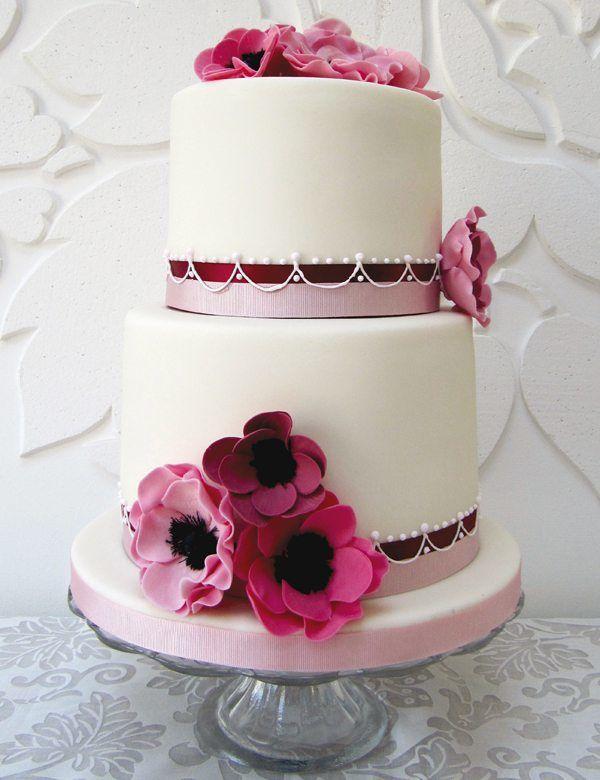 Hochzeitstorte in Rosa und Weiß
