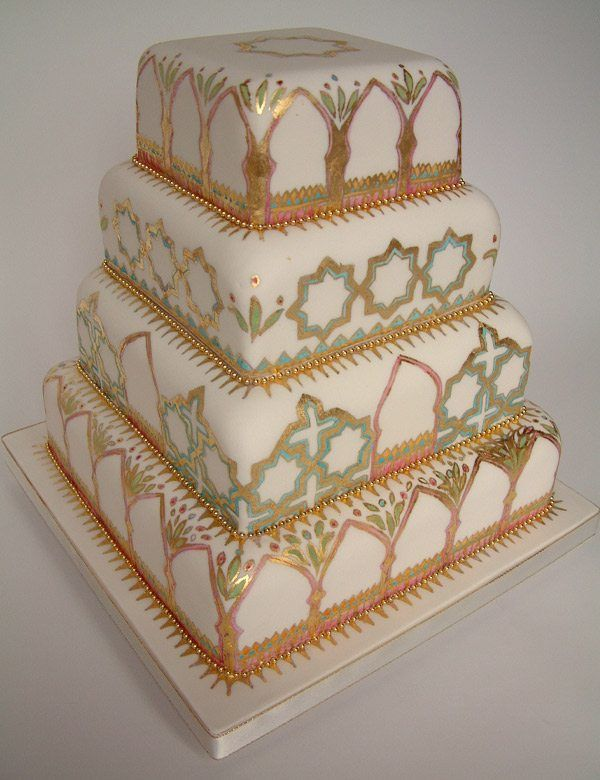 edle Hochzeitstorte in Gold