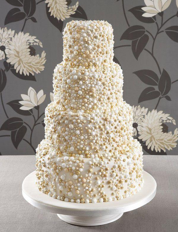 edle Hochzeitstorte mit Perlen