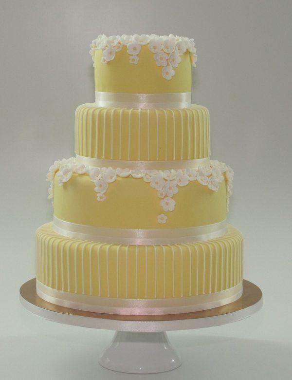 Hochzeitstorte in Gelb und Weiß