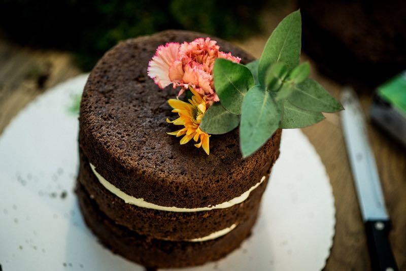 naked cake die trendige hochzeitstorte zum selber machen heiraten mit. Black Bedroom Furniture Sets. Home Design Ideas