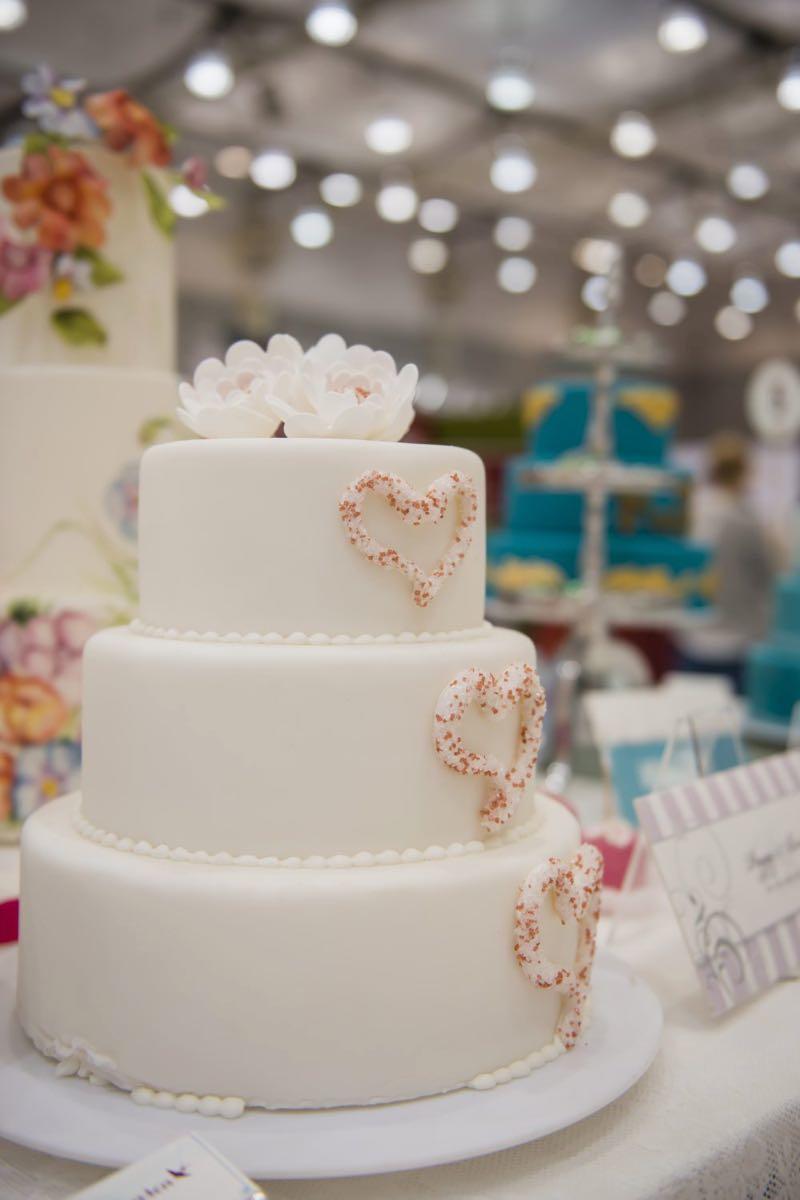 Hochzeitstorte weiß glasiert