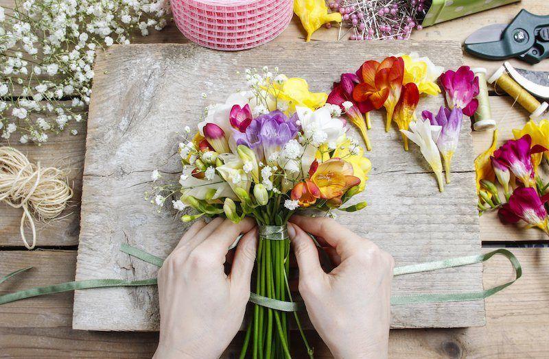Hochzeitsfloristik und gebunde Blumen