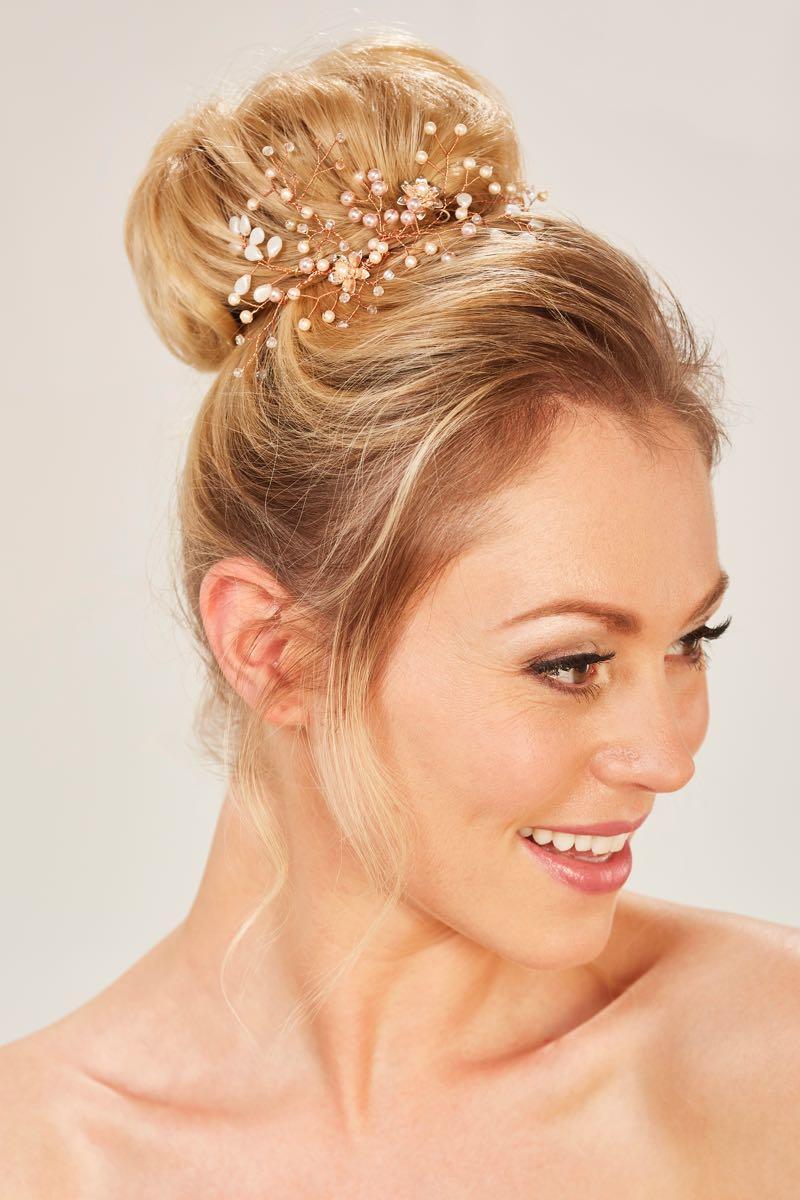 Zauberhafte Brautfrisuren Mit Haarschmuck Heiraten Mit Braut De