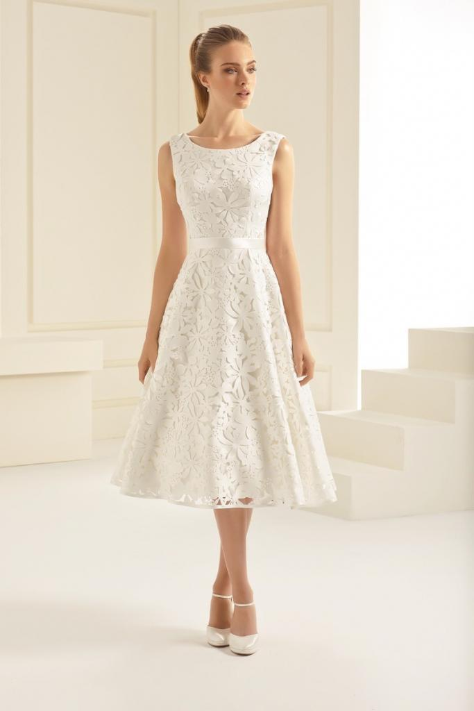 Bianco Evento Hochzeitskleid APERTA