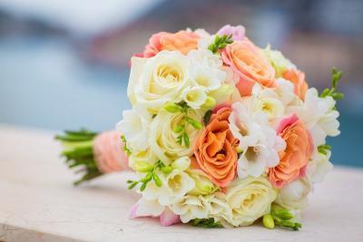 Brautstrauß Rosen orange weiß