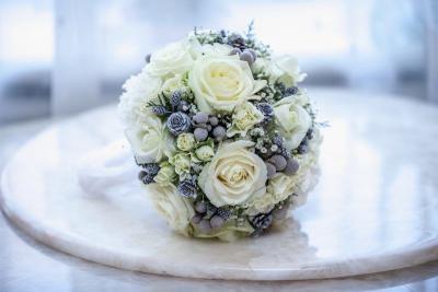 Brautstrauß Winter Kugel