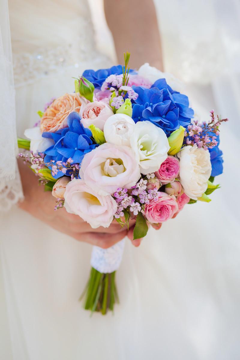 Blumenstrauß mehrfarbige Rosen