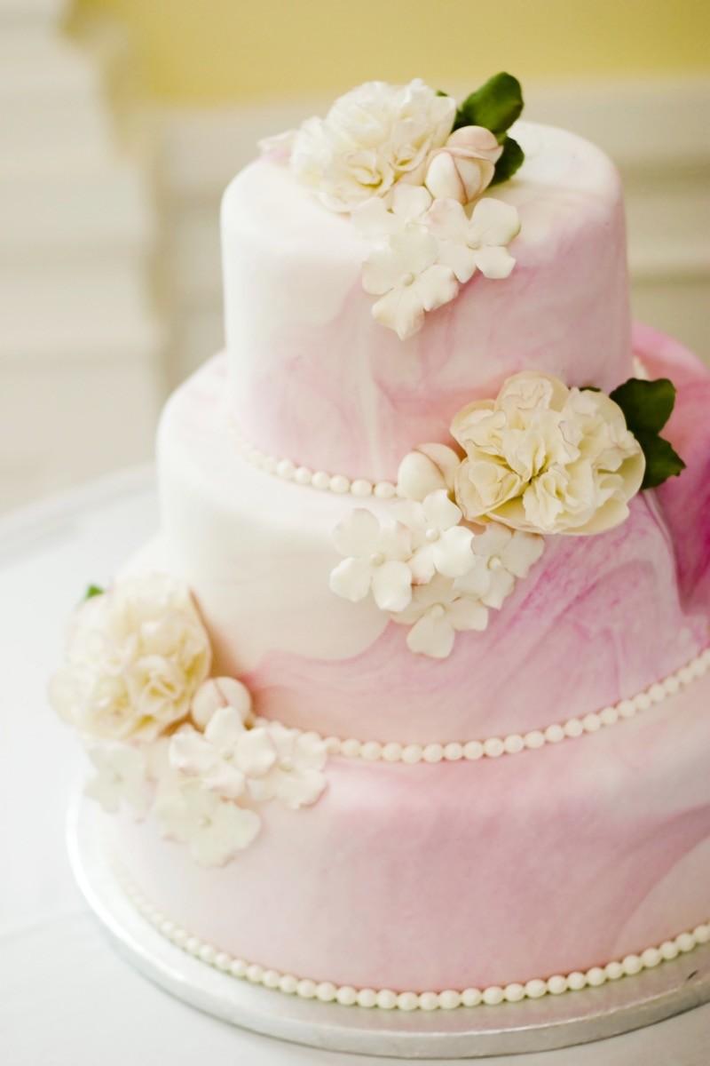 rosafarbene Hochzeitstorte