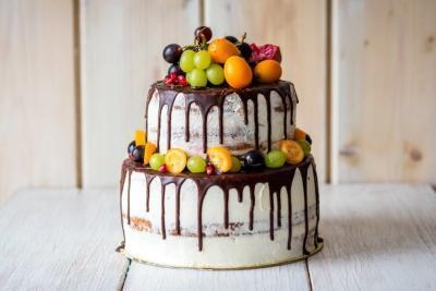 Drip Cake mit Früchten