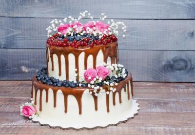 Drip Cake mit Blumen