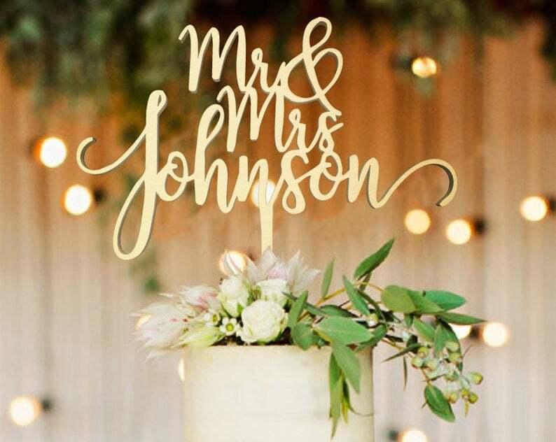 """""""Mr&Mrs""""-Schriftzug in Gold Tortenfigur Hochzeit"""