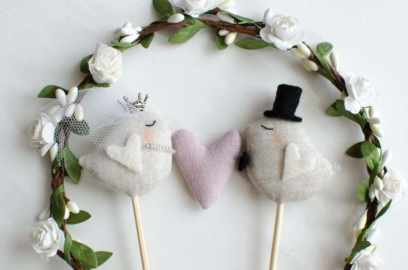 Tortenfigur Hochzeit Vögelchen mit Blumenkranz