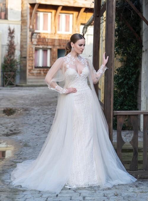 Hochzeitskleid im Layering-Stil mit Tüllschleppe, Sweetheart-Ausschnitt und transaprenten Ärmeln von Emine Yildirim, Modell 9035