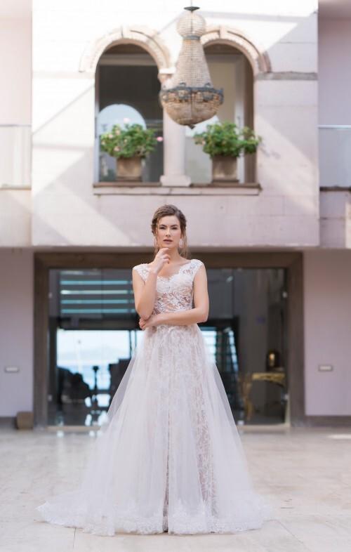 Spitzenbrautkleid im Fit-and-Flare-Schnitt mit transparentem Top und transparentem Überrock im Prinzessstil von Emine Yildirim, Modell 8007