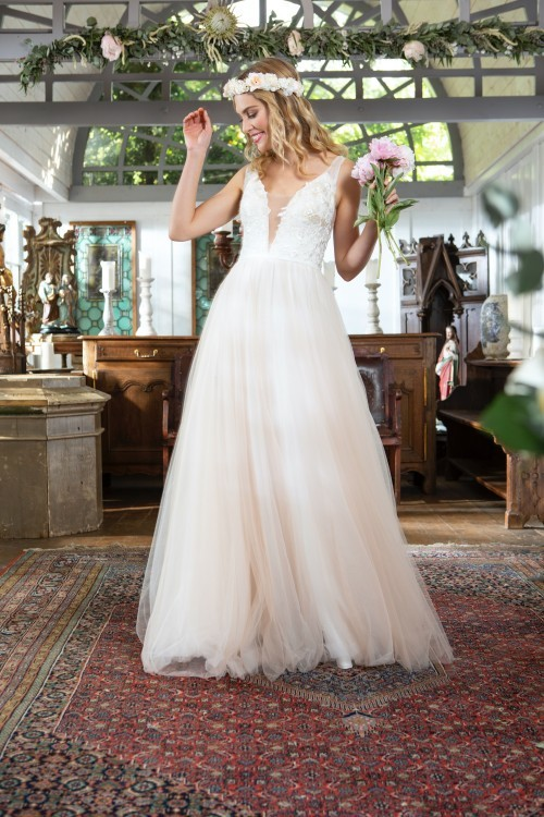 Brautkleid im Prinzessschnitt mit Tüllrock und Spitzentop mit Plunge-Ausschnitt von Weise Be The One, Modell 337500