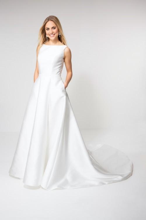 Satin-Brautkleid im Prinzessschnitt mit U-Boot-Ausschnitt, Schleppe und seitlichen Taschen von Weise Be Glam, Modell 338172