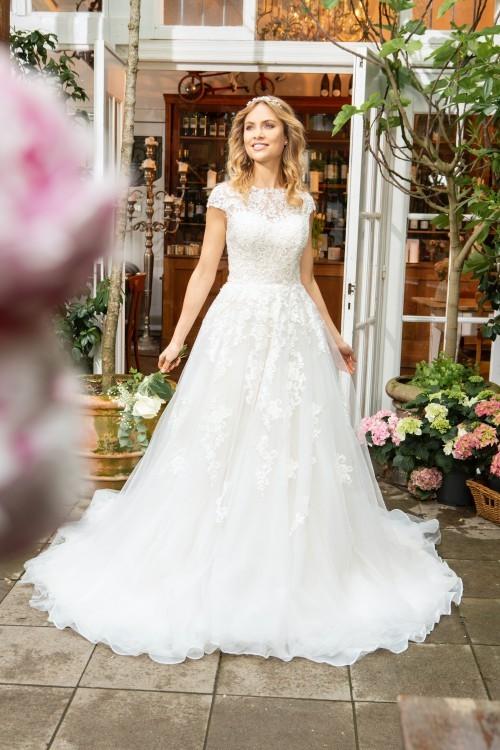 Prinzess-Brautkleid mit Tüllrock, Spitze, hochgeschlossenem Illusion-Ausschnitt und Cap-Ärmeln von Weise Be The One, Modell 337902