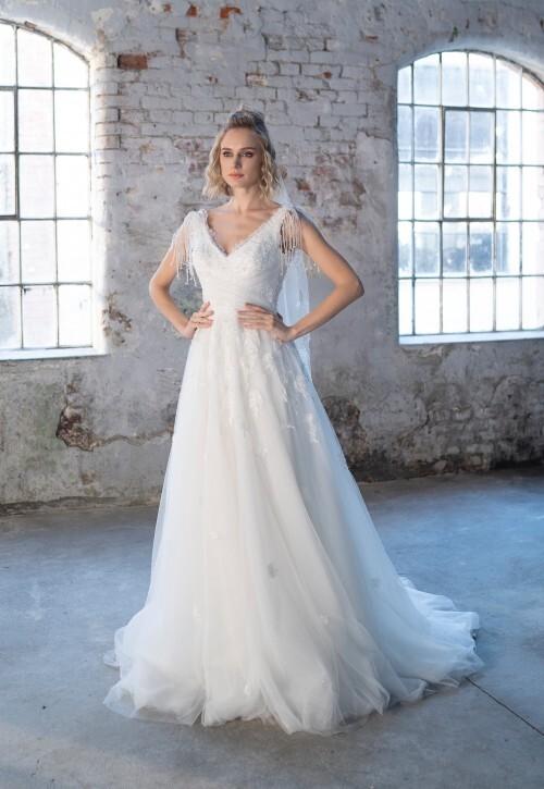 Prinzess-Brautkleid mit Tüllrock, V-Ausschnitt, Spitze, Stickereien und Perlendekoration von Emine Yildirim, Modell 9002