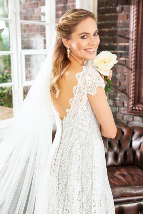 Hochgeschlossenes A-Linien-Brautkleid in Silber aus Spitze mit Cap-Ärmeln von Weise Be True, Modell 337312