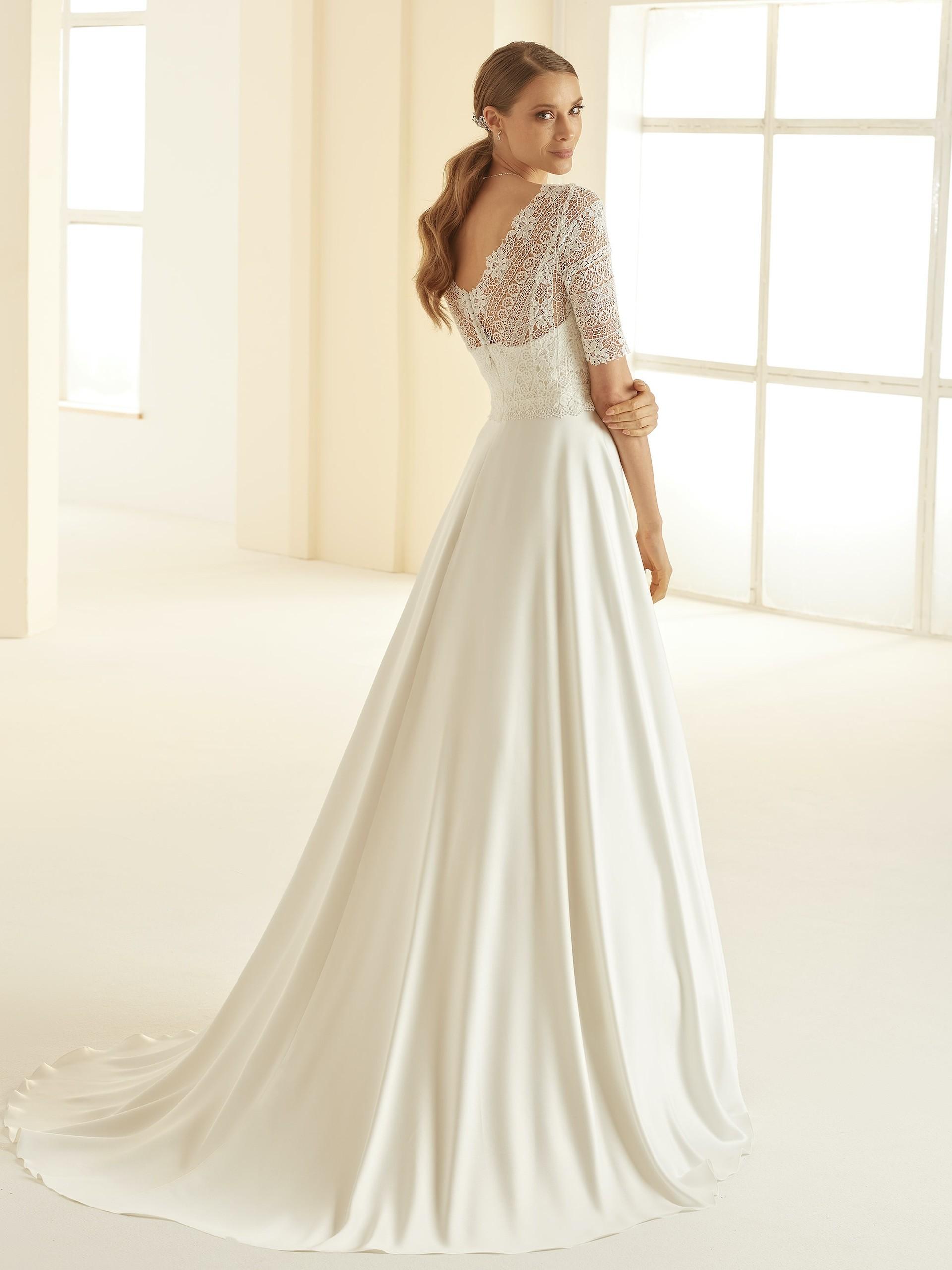 Brautkleid in A-Linie mit Satinrock, Spitzentop, V-Ausschnitt und halblangen Ärmeln von Bianco Evento, Modell Barbara