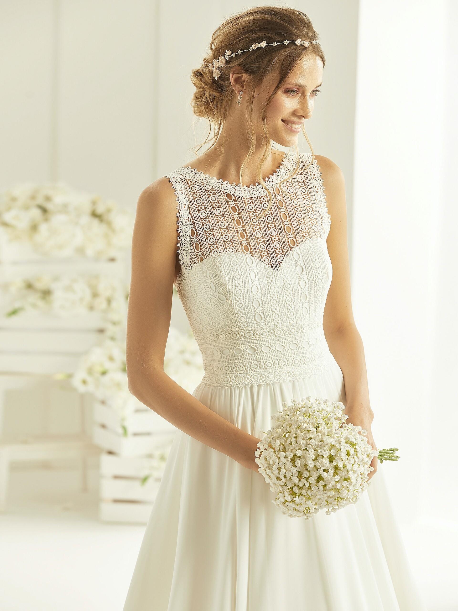 Ärmelloses Brautkleid in A-Linie mit Top aus geometrischer Spitze und Illusion-Rundhalsausschnitt von Bianco Evento, Modell Ophelia