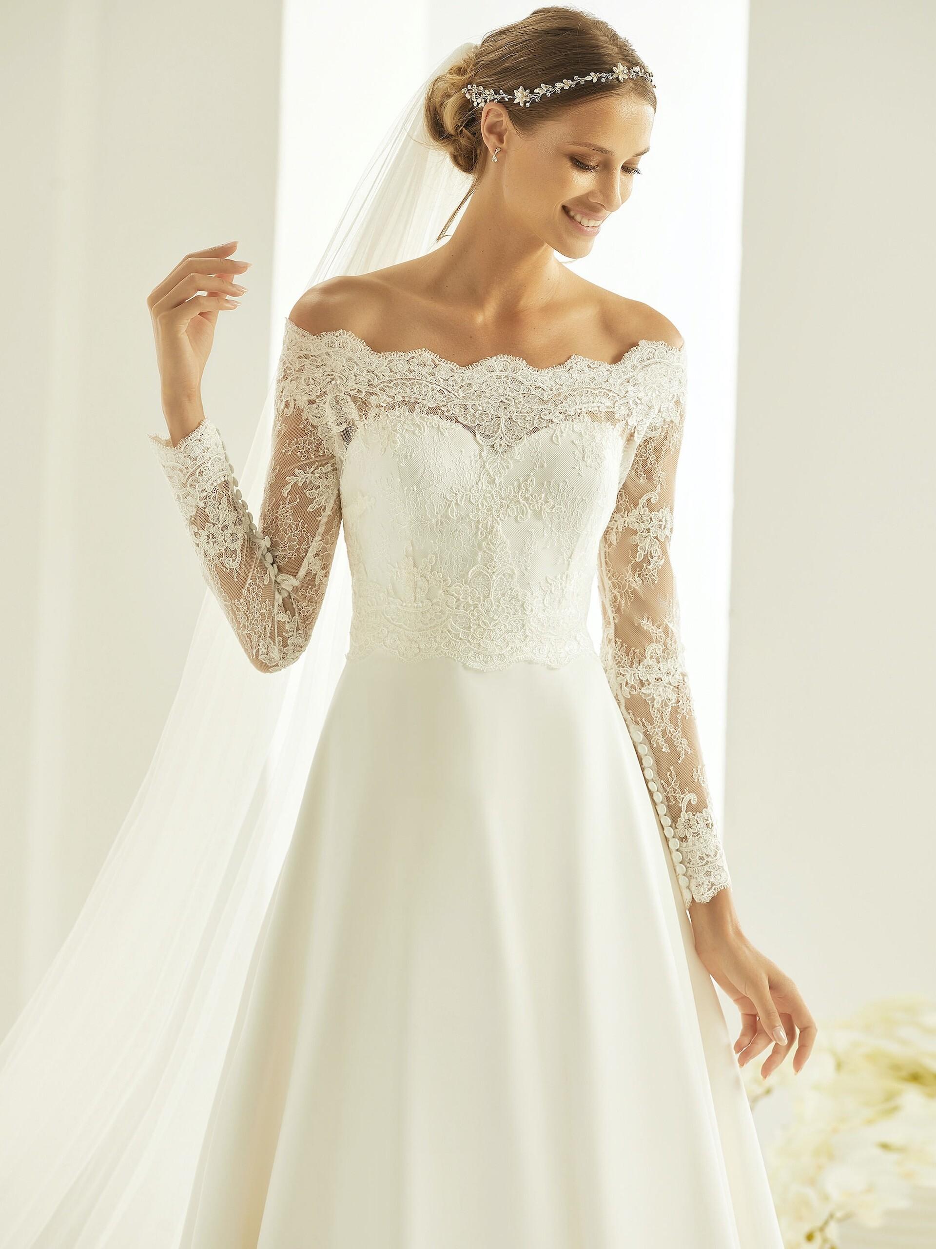 Brautkleid in A-Linie mit Carmen-Ausschnitt von Bianco Evento