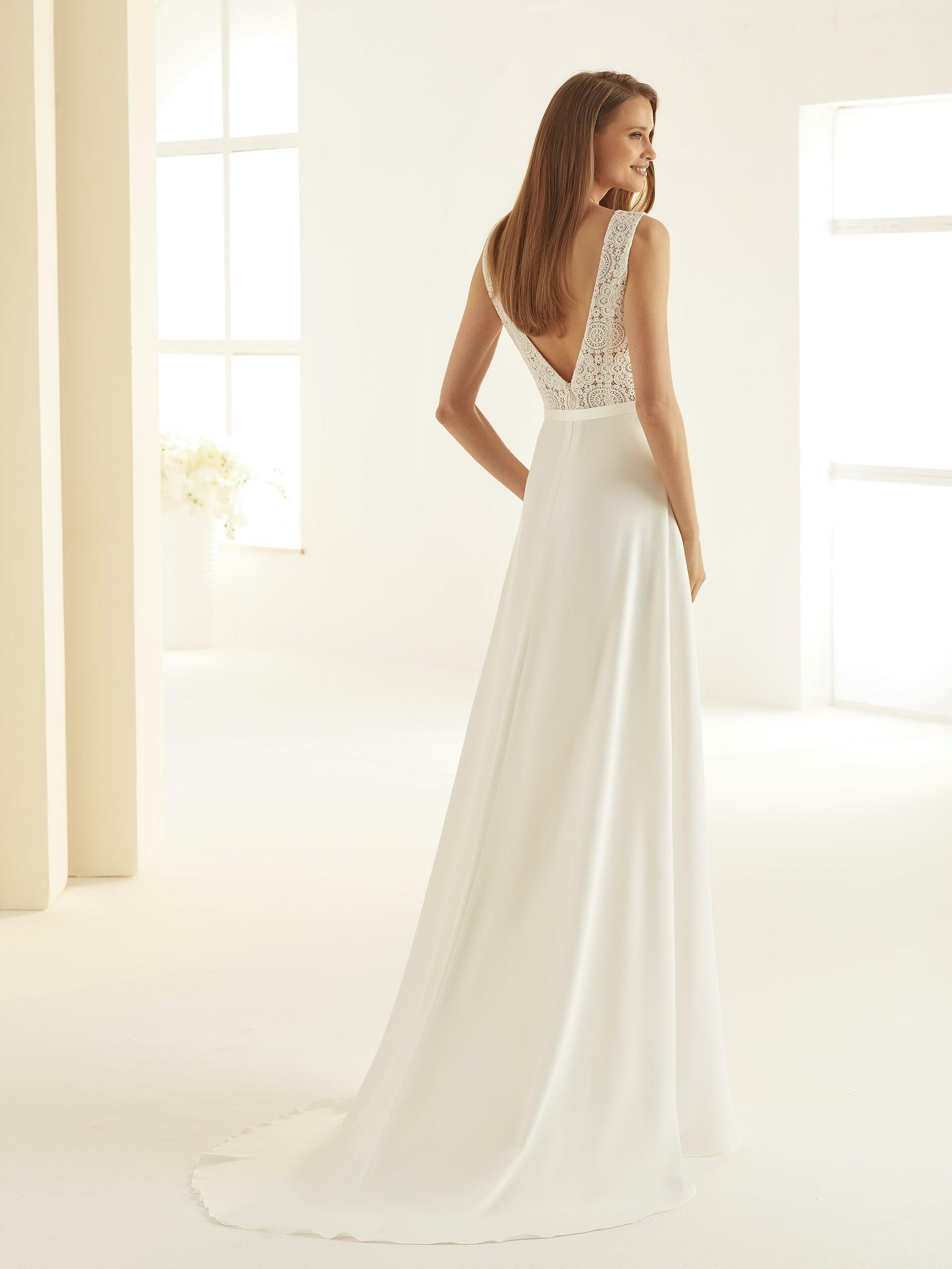 Ärmelloses A-Linien-Brautkleid mit Spitzentop, Plunge-Ausschnitt und Gürtel von Bianco Evento, Modell Dallas