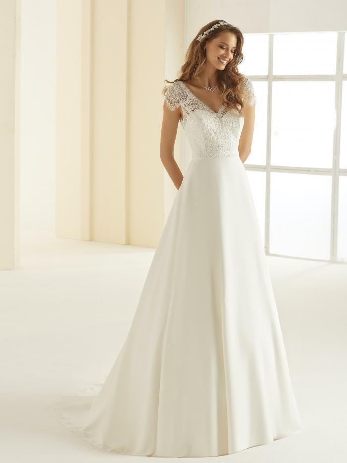 Brautkleid in A-Linie mit Schleppe, Spitzentop, Cap-Ärmeln und Illusion-V-Asschnitt vorn und hinten von Bianco Evento, Modell Natalie