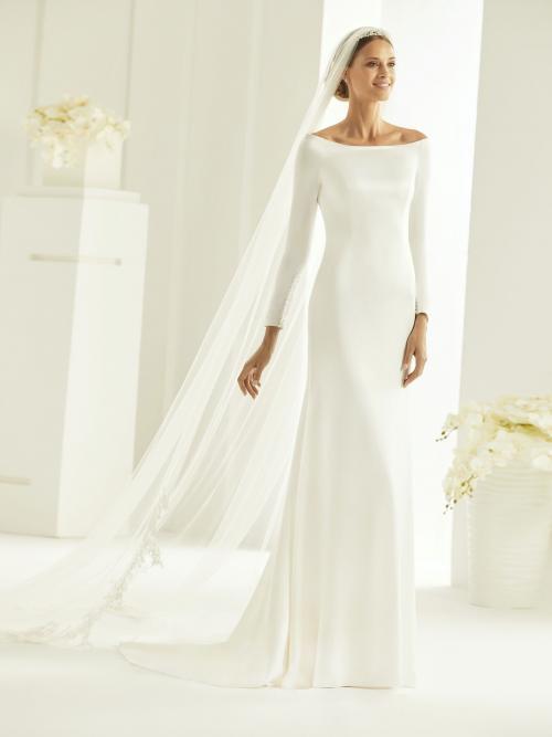 Fit-and-Flare-Hochzeitskleid im Clean Chic mit U-Boot-Ausschnitt, langem Arm und Schleppe von Bianco Evento, Modell Tiffany