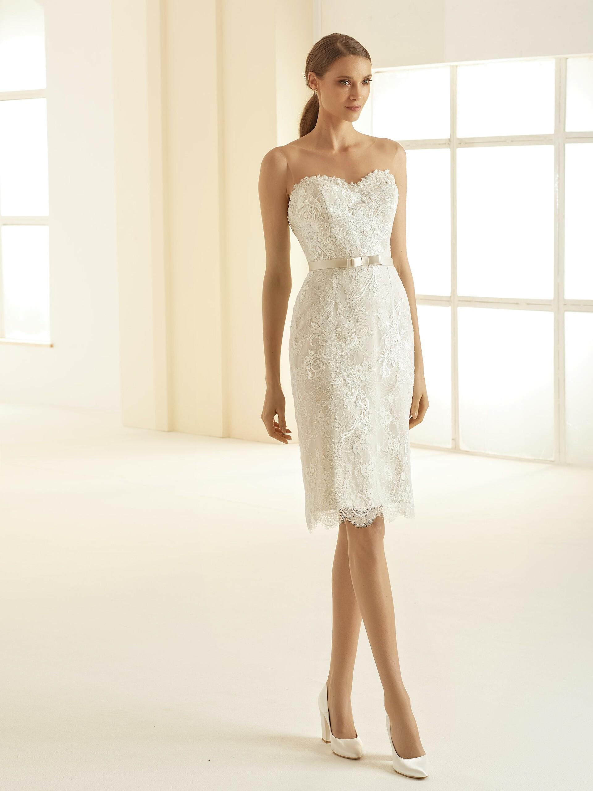 Knielanges Brautkleid im Etui-Schnitt von Bianco Evento  braut.de