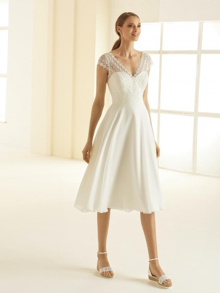 Kurzes, tailliertes Brautkleid mit Kurzarm-Spitzentop und Illusion-V-Ausschnitt von Bianco Evento, Modell Bornea