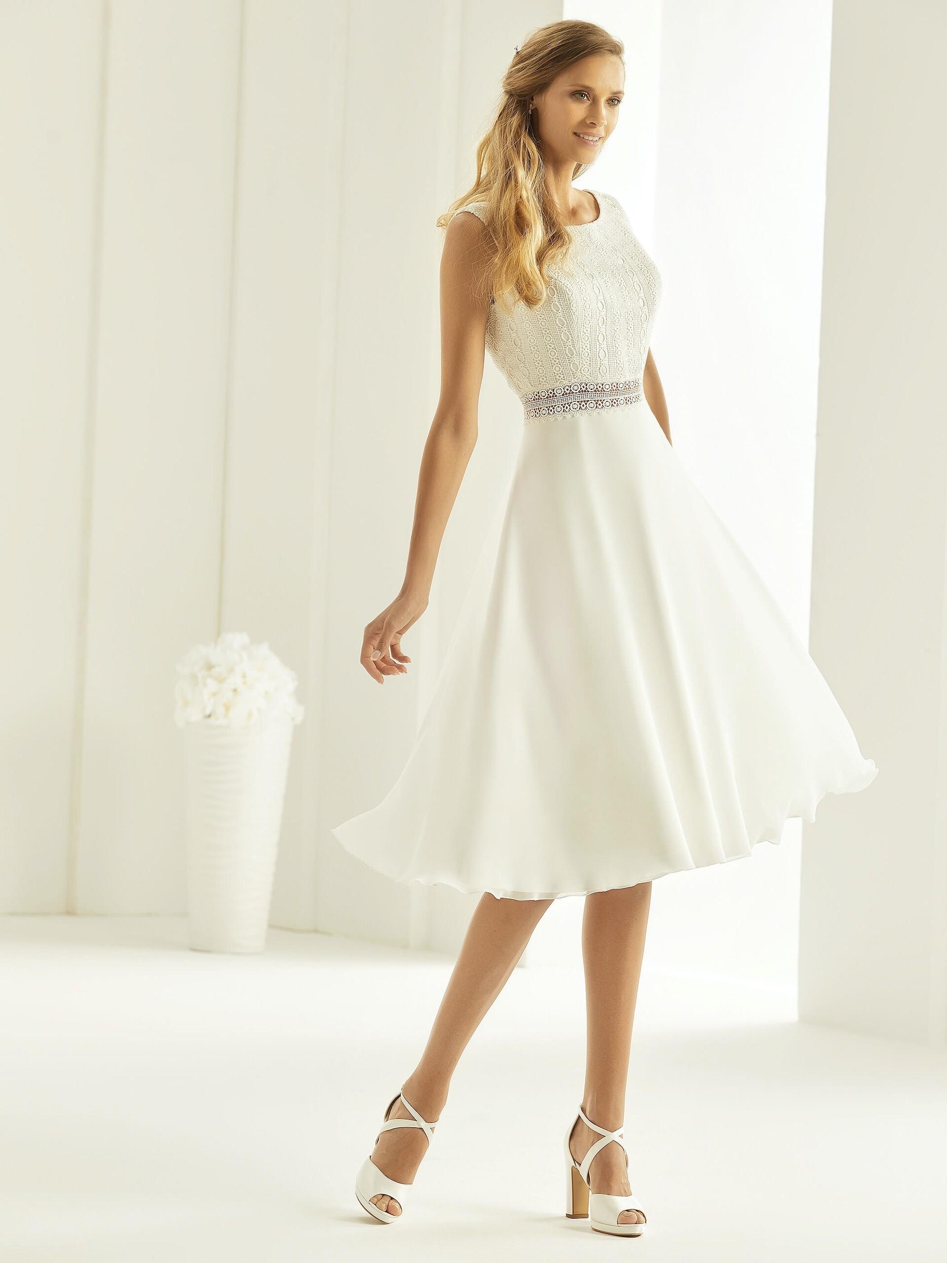 Kurzes Hochzeitskleid mit Spitzentop und Taillen-Cut-out von Bianco Evento, Modell Florida