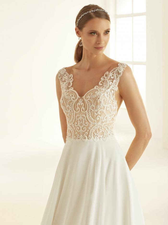 Hochzeitskleid im Prinzessstil mit nudefarbenem Spitzentop von Bianco Evento, Modell Pandora