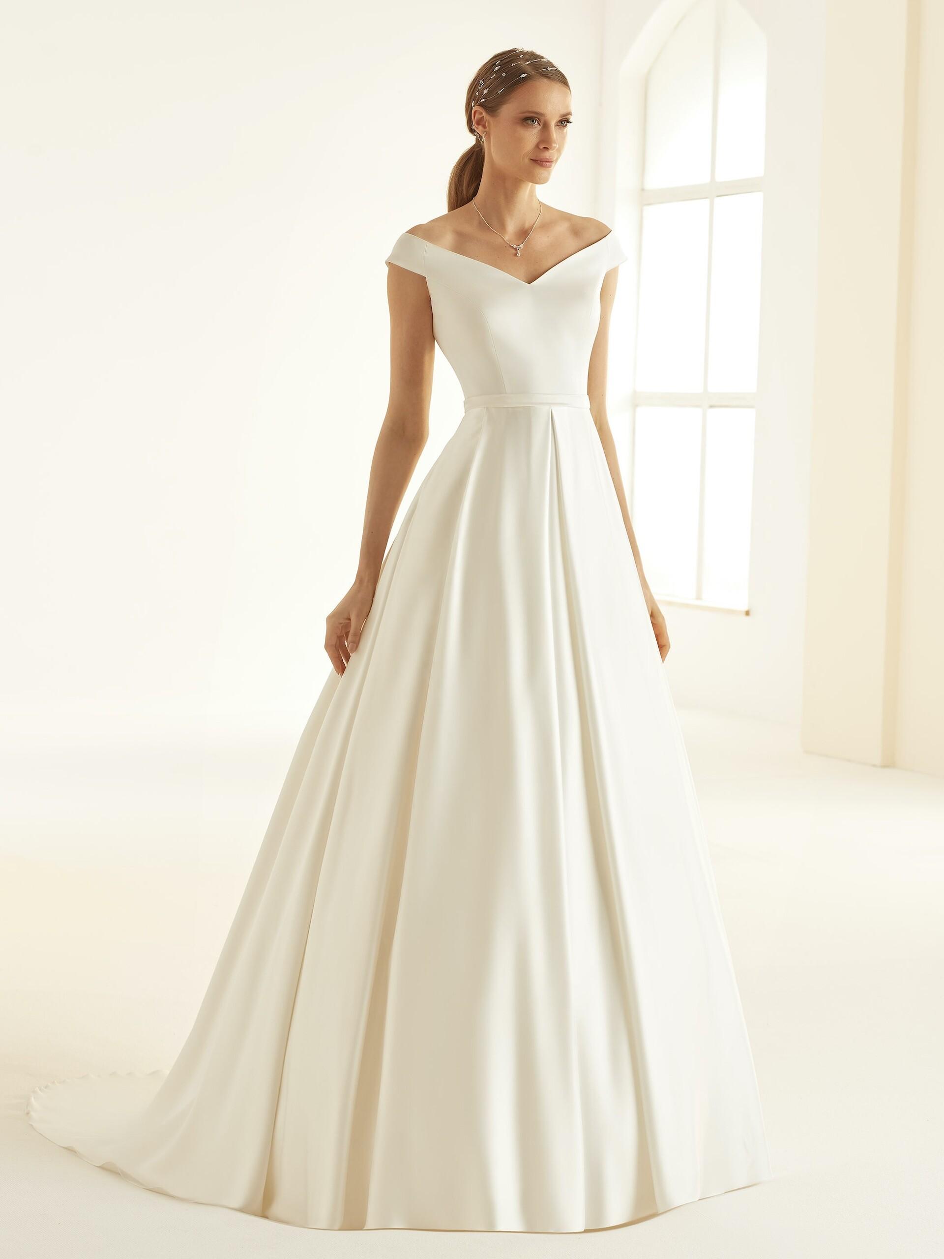 Schulterfreies Hochzeitskleid im puristischen Prinzessstil mit Carmen-Ausschnitt von Bianco Evento, Modell Esmeralda